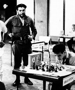 Outdoor chess match to honor Che Guevara