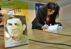 Fidel Thanks Young Cuban Writer for Book on his Fathers Life