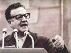 Carlos Lage, Cuba's Vicepresident, honors Allende during its visit to the  to the  17th Ibero-American Summit