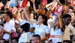 Reciben sus diplomas 2 399 nuevos licenciados en Educacion en Cuba