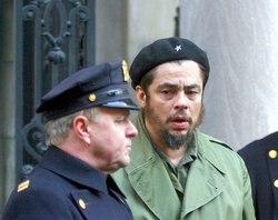 Benicio Del Toro califica de privilegio presentar en Cuba filme sobre el Che