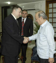 Parliaments of Cuba and Bosnia Herzegovina agreed on Monday to strengthen their relations