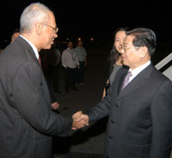 Chinese Political Leader Visits Cuba
