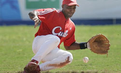 Cuba Paret Returns as Shortstop