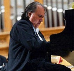 Cuban piano player Frank Fernández captivated a Canadian audience