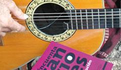 Presentan en la Habana libro Cincuenta canciones en anos de Revolucion