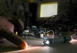 Un equipo cubano de alta tecnologia podria sustituir el empleo de las lancetas metalicas