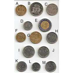 Exponen colecciones en centrica calle numismaticos cubanos