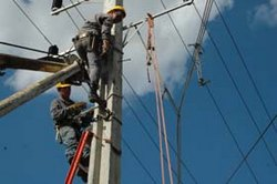 Cuban electrical workers returned electricity to 88 percent of the country