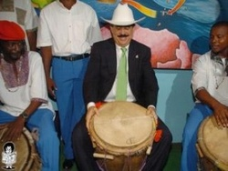Ratifies his interest in opening the XXIX edition of the Festival of the Caribbean in Santiago de Cuba the President of Honduras.