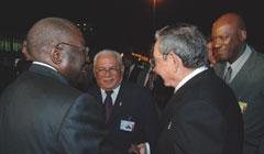 Llega el presidente de Cuba Raul Castro a Angola