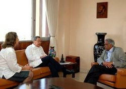 Cuban President Raul Castro Meets with South Africa Presidency Minister Esoop Pahad