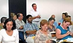 Un amplio debate entre los diputados cubanos y dirigentes del pais