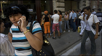 Cuba closed 2008 with 330000 mobile phone clients
