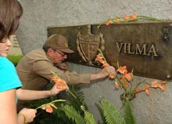 Remains of  Vilma Espin buried in eastern Cuba
