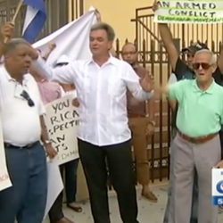 Cubans living in Miami protested outside the Consulate of Nicaragua